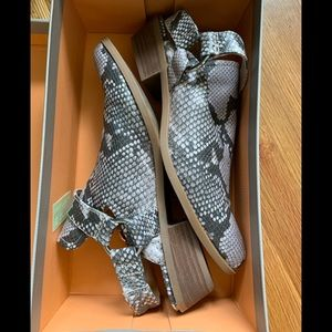 Crown Vintage snake skin shoes